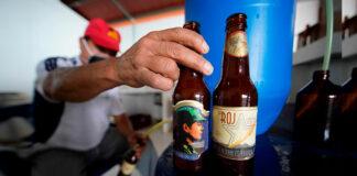 La Roja cerveza artesanal por ExGuerrilleros de las FARC
