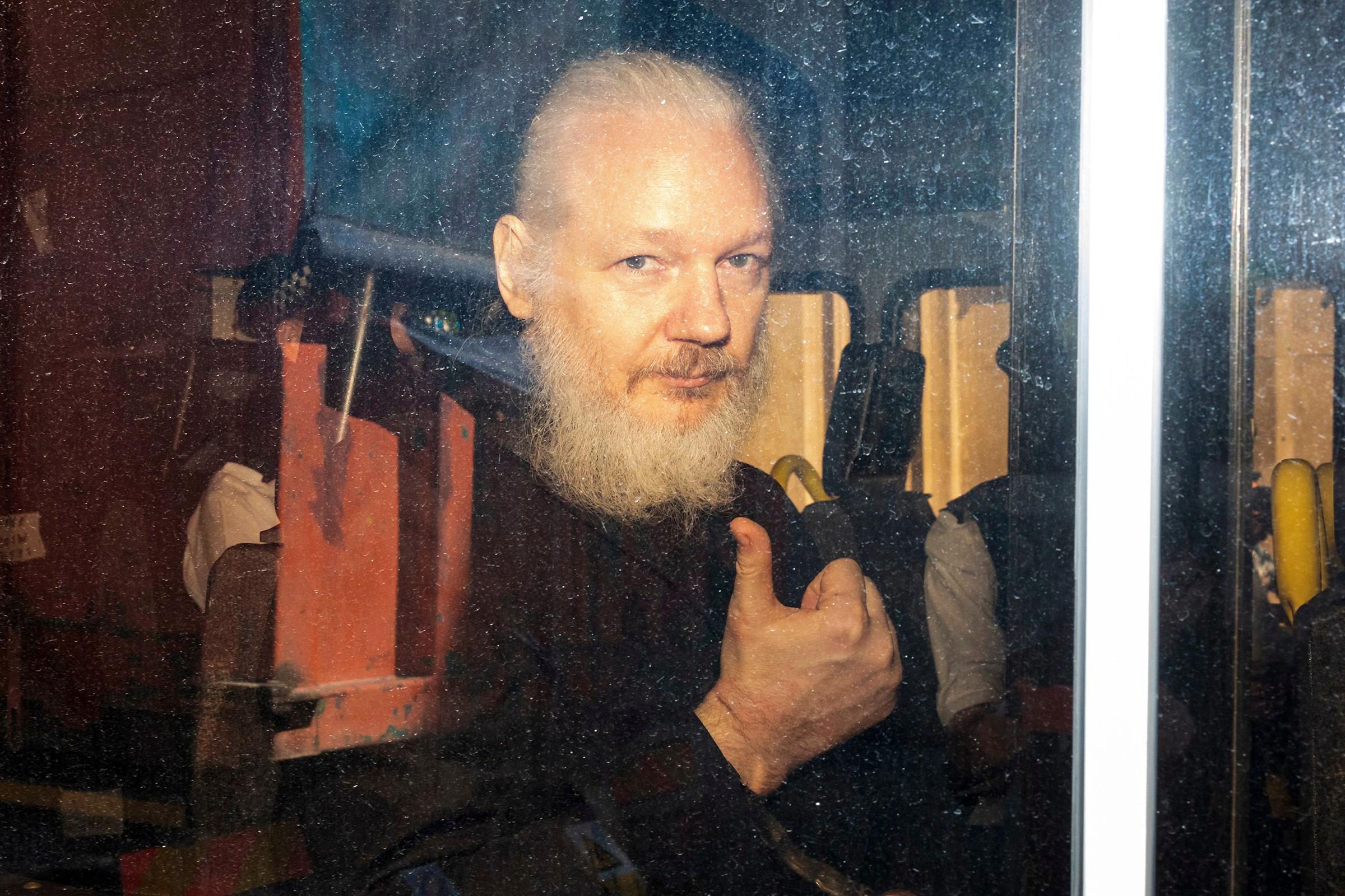 Se firma orden de extradición de Julian Assange a Estados Unidos