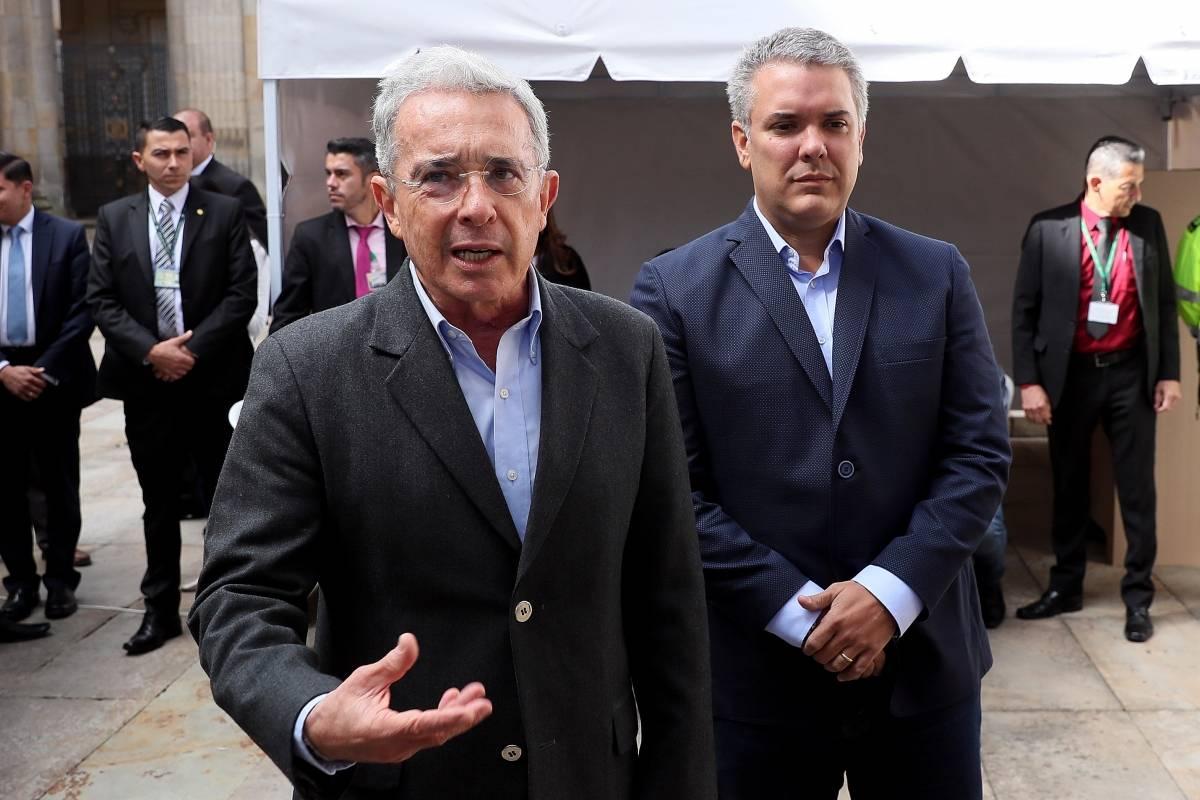 The Economist le dice a Duque que está a tiempo para dejar de ser la SOMBRA de Uribe