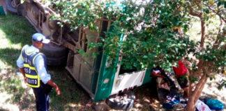 En la tarde de este jueves, un bus de transporte público se accidentó en la carretera a Patía, sector La Lupa, corregimiento de Guachicono, jurisdicción del municipio de Bolívar, Cauca, dejando tres muertos y 16 heridos entre ellos un menor de edad.