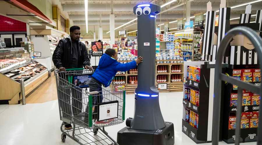 VÍDEO: Los nuevos robots asistentes en tiendas de EE.UU., en vez de ayudar solo se ponen HISTÉRICOS