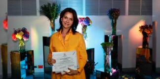 """LUZ ELENA AZCARATE, Secretaria de Educación de Cali, recibe RECONOCIMIENTO por su Proyecto """"MI COMUNIDAD ES ESCUELA"""""""