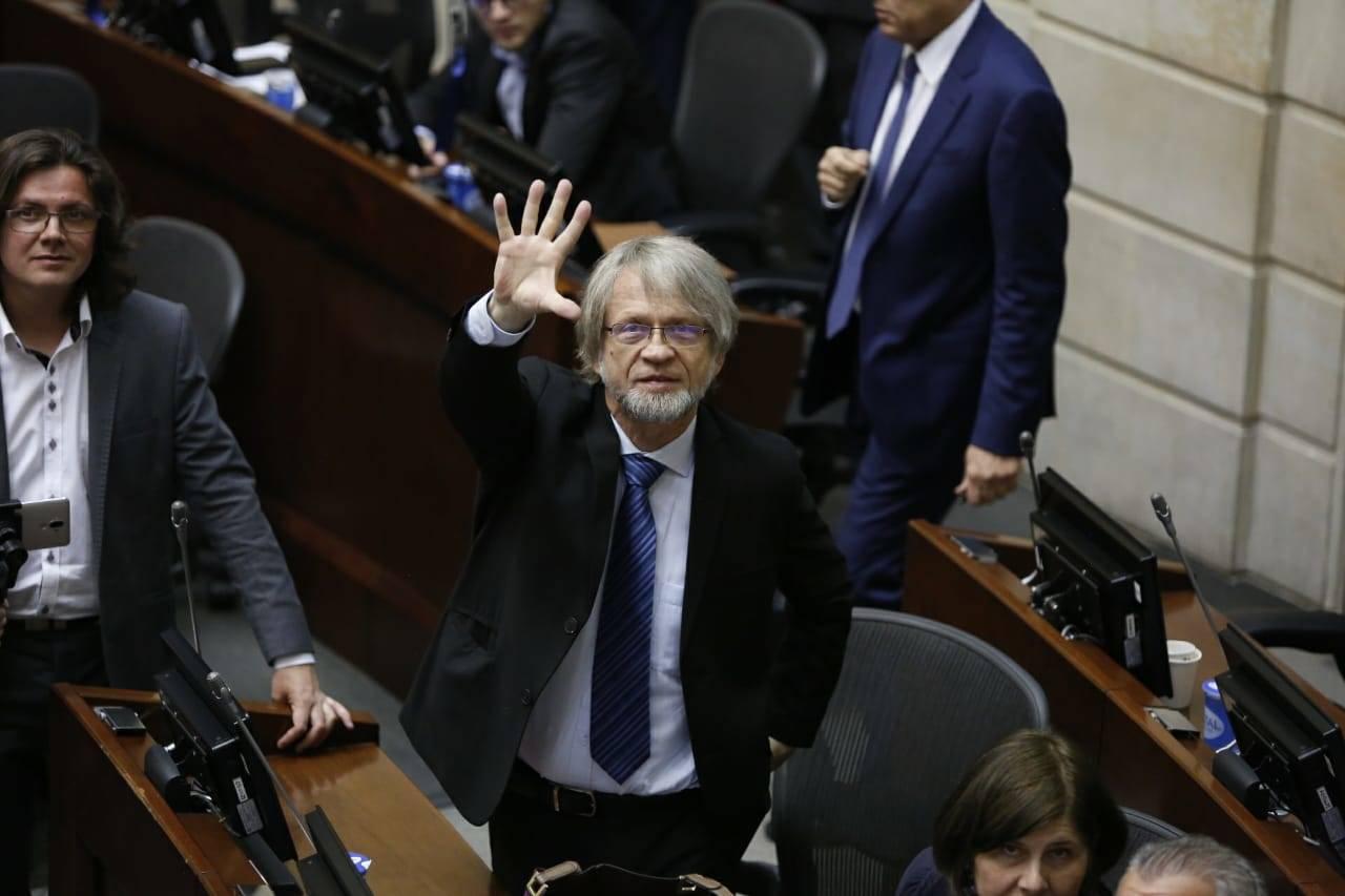 Antanas Mockus se MANTIENE en el SENADO