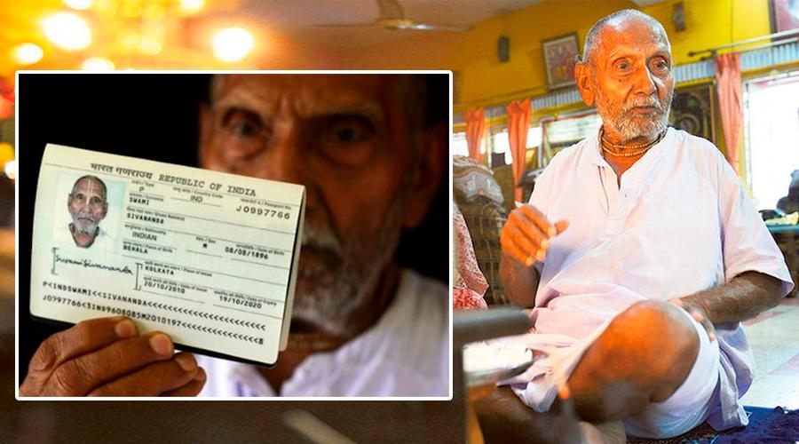 Un monje hindú de 123 años sorprende al mostrar su pasaporte