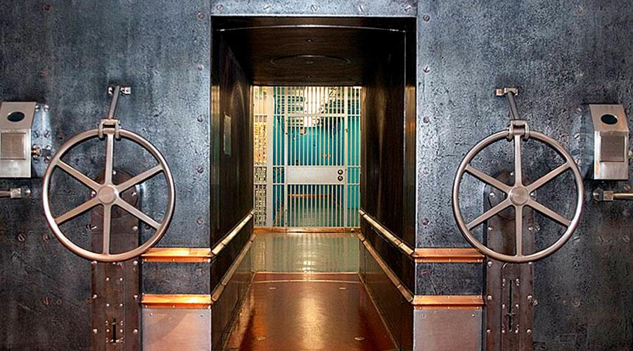 Roba más de 714.000 dólares gracias a una caja de seguridad con una segunda puerta oculta