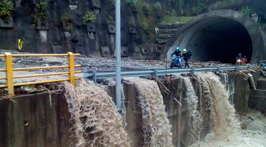 INTENSAS lluvias provocan cierre de vía Bogotá – Villavicencio