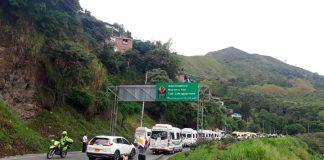 A esta hora la VÍA AL MAR en el Valle del Cauca se encuentra CERRADA.