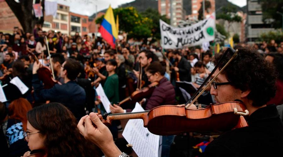 300 MÚSICOS protagonizan el PLANTÓN SINFÓNICO en Bogotá con Beethoven a bordo