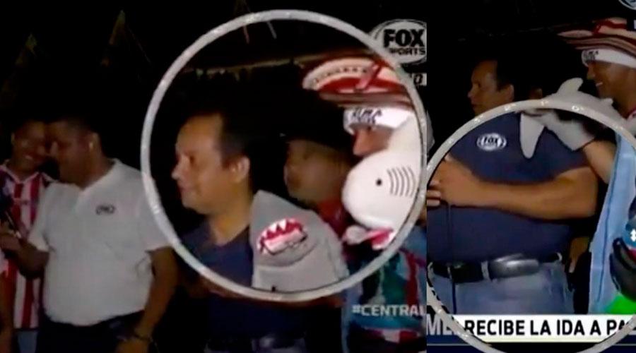 Le roban el teléfono a un PERIODISTA durante una TRASMISIÓN en VIVO