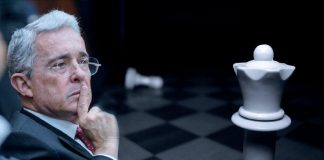 El Ajedrez de Uribe: Jaque al Peón
