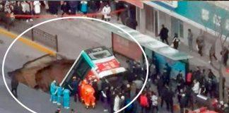 Se abre la TIERRA y se traga un bus en CHINA (Todo un Misterio) 6 muertos y varios heridos