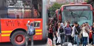 Encapuchados y estudiantes de la Nacional agreden contra buses de Transmilenio