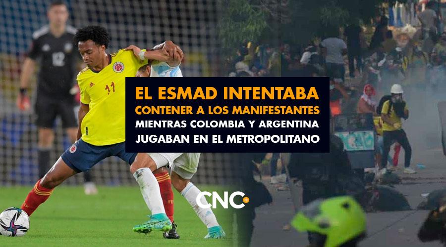 El ESMAD intentaba contener la situación en Barranquilla, mientras Colombia y Argentina jugaban en el Metropolitano