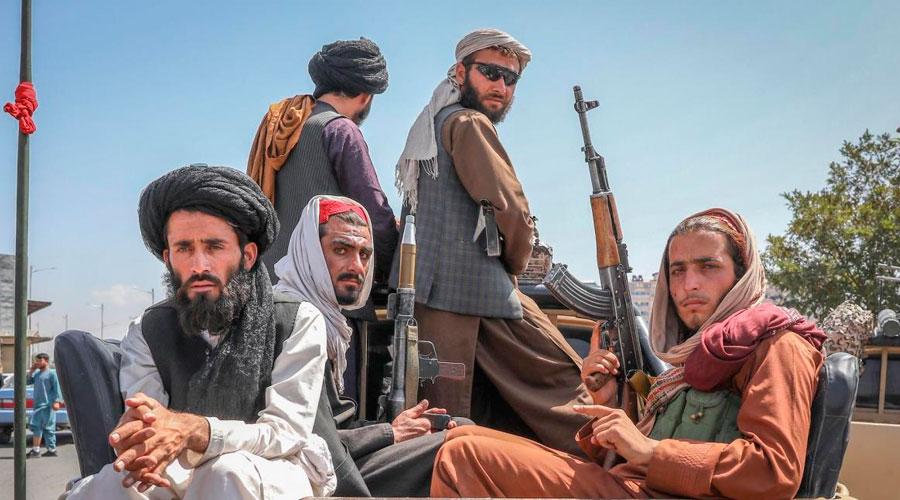 Talibanes anuncian amnistía para trabajadores del Estado