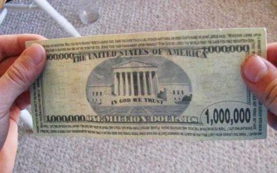 Capturan a dos hombres con billetes de UN MILLÓN de dólares