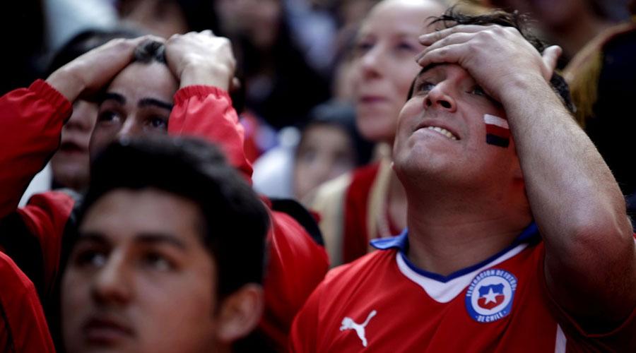 Chilenos enardecidos con su selección